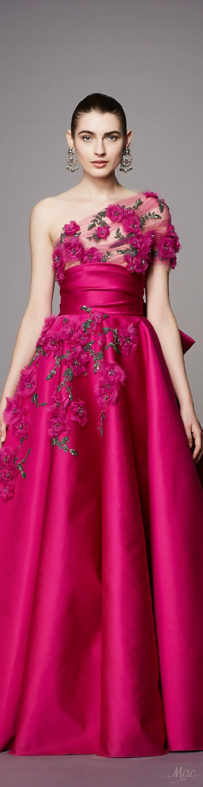 Pre-Fall 2017 Marchesa.  THIS GOWN IS BEAUTIFUL AND ELEGANT - LOVE IT -   CURLEYTOP1.