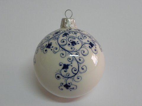 (CODICE ARTICOLO: ON/27) Pallina di natale di cm. 8 di diametro, circa, dipinta a mano con motivo moresco.Tecnica:maiolica