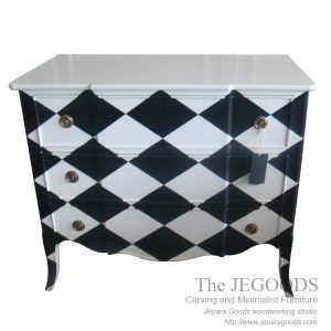 Chest of drawer chessboard painted - made by The JeGoods. Furniture designers from Jepara. Kontraktor furniture Jepara harga pabrik kualitas ekspor A.  #paintedfurniture #frenchfurniture #mahoganyfurniture #antiquefurniture #britishfurniture #indonesiafurniture