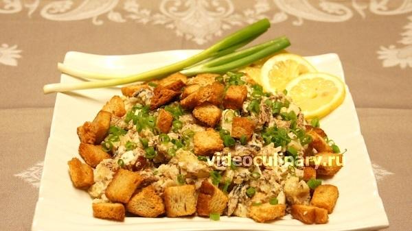 Картофельный салат со шпротами от videoculinary.ru