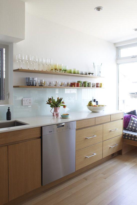 love the open shelves and glass backsplash