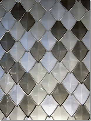 Hirsch Glass – a prototype of a 3-dimensional glass tile look like scale maille