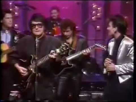 KD Lang & Roy Orbison - Crying on the tonight show. Great song, great pair singing it.