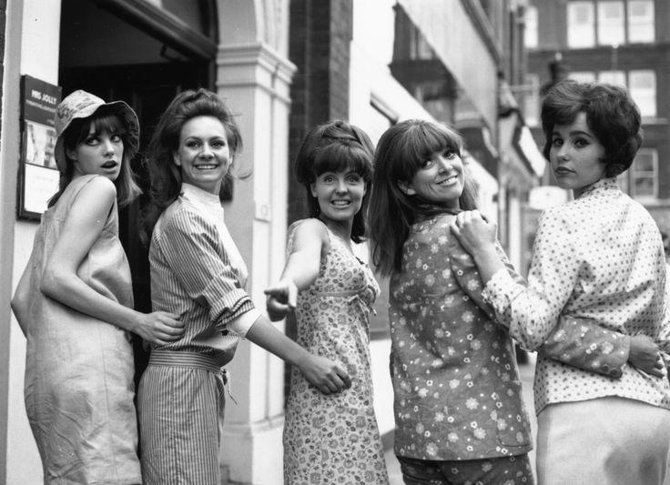 Jane Birkin, Francesca Annis, Pauline Collins, Jean Muir et Karin Fernald à Londres en 1965