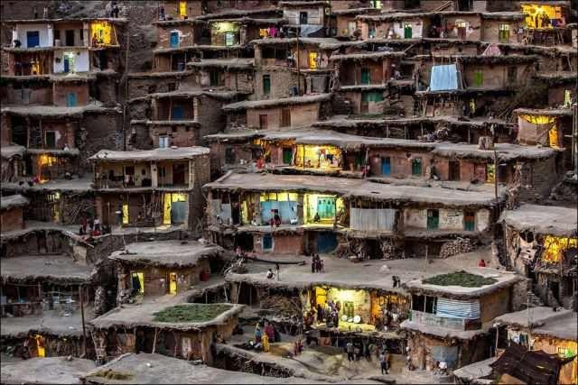 Pueblos, Un pueblo en la montaña, Irán