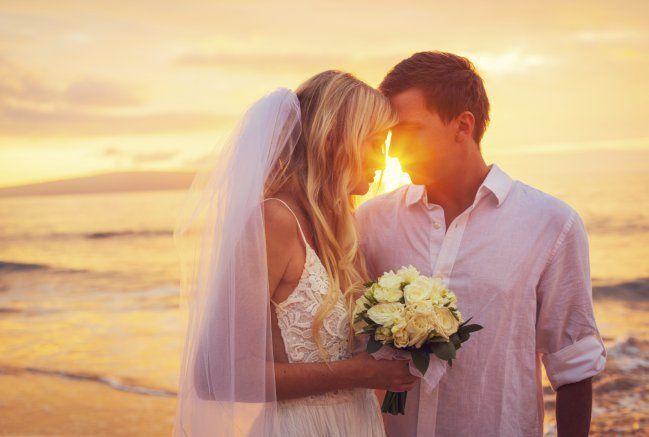 Un nuevo estudio sugiere cuál sería la edad perfecta para casarse ¿quieres saberla? ¡Presta atención!El estudio sugiere que las personas deberían casarse entre los 28 y los 32 años. Según el estudio realizado por Nick Wolfinger, sociólogo de la Universidad de Utah, es la mejor edad sobre todo si quieres dismin