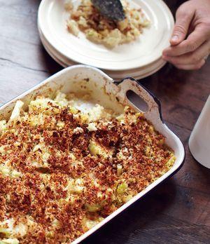 Jamie Olivers leckerer Blumenkohl-Makkaroni-Auflauf >einfach ohne Speck, dann ist es vegetarisch