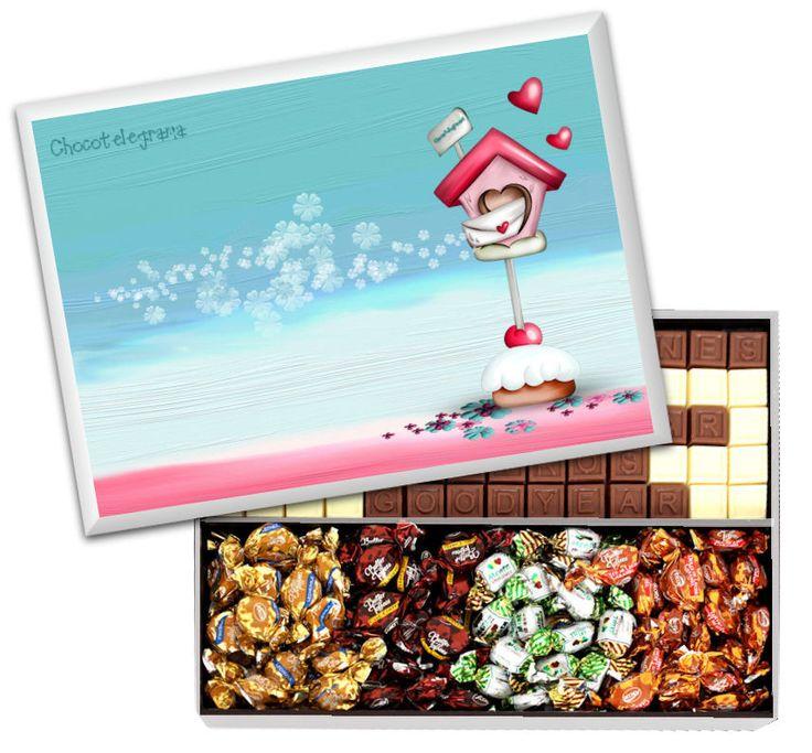 Caja Diseño Buzón. Chocotelegrama de 70 chocolatitos, Bon o Bon y Butter Toffees. Caja de madera laqueada con imagen.
