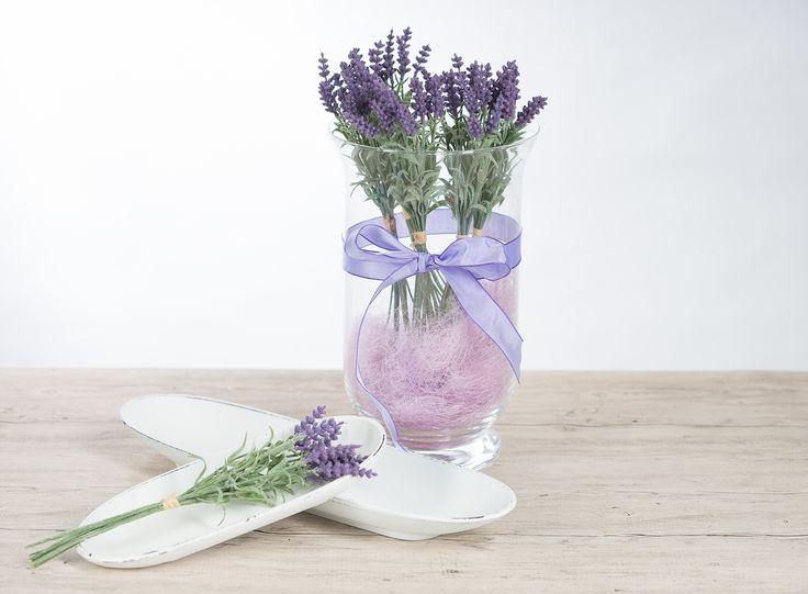 diy deko mit lavendel bund in einer vase mit schleife. Black Bedroom Furniture Sets. Home Design Ideas