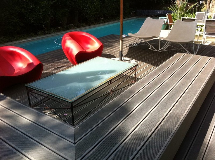 Red deck chairs really stand out on the #Eva-tech #Aruna colour. http://www.eva-tech.com/en/