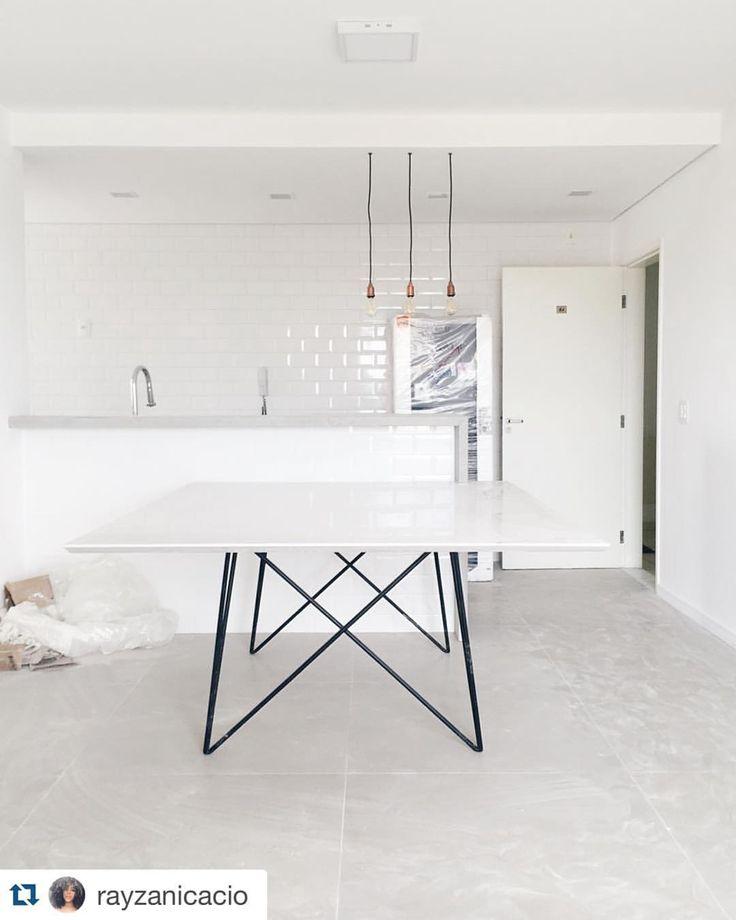 Porcelanato Munari Cimento no piso e azulejo Metrô White