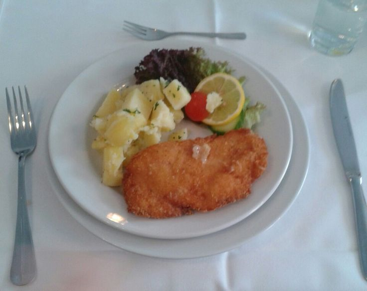 Chicken schnicel with potatos