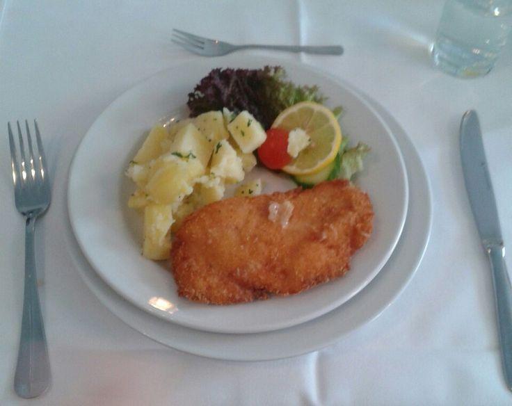 Chicken schnicel with potatos