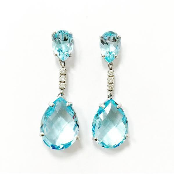Pendientes de oro blanco con topacios y diamantes talla brillante - See more at: http://www.girbesjoyas.com/es/alta-joyeria/pendientes/21450-detail#sthash.NHGky8Qn.dpuf