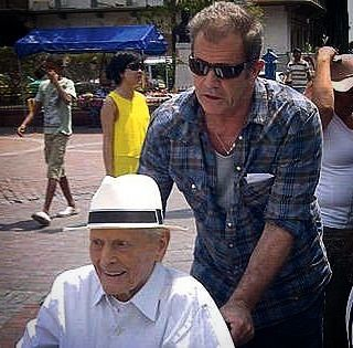 Mel Gibson with his father Hutton Gibson - from 2012.#melgibson #huttongibson…