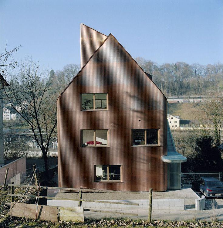 jomini & zimmermann faraday house . bern materialisatie woning golfplaat plaatmateriaal brons bruin gevel