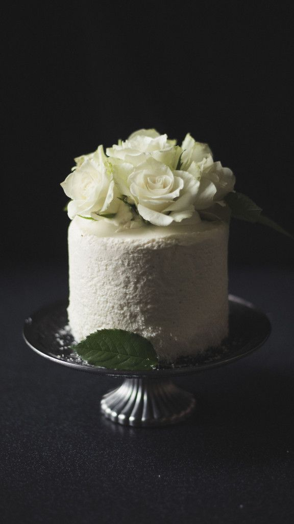 Light coconut mousse cake
