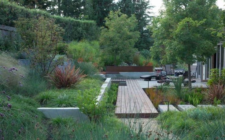 kleingarten mit b umen stauden und str uchern garden. Black Bedroom Furniture Sets. Home Design Ideas