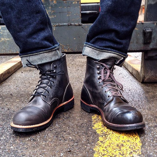 Old vs. New! It´s unbelievable what one year of wear and tear and a thorough polish does to the 8116 Iron Ranger. We have never seen the Charcoal Rough & Tough leather look as strong as this and we feel the brown waxed laces give the boot a new dimension. We stock this tough beauty from US 4 to US 12, so Ladies and Gentlemen can wear this boot. Stop by one of our stores in Berlin, Hamburg, or Munich. We wish you a great weekend. #redwing #ironranger #8116 #redwingshoes #redwingheritage…