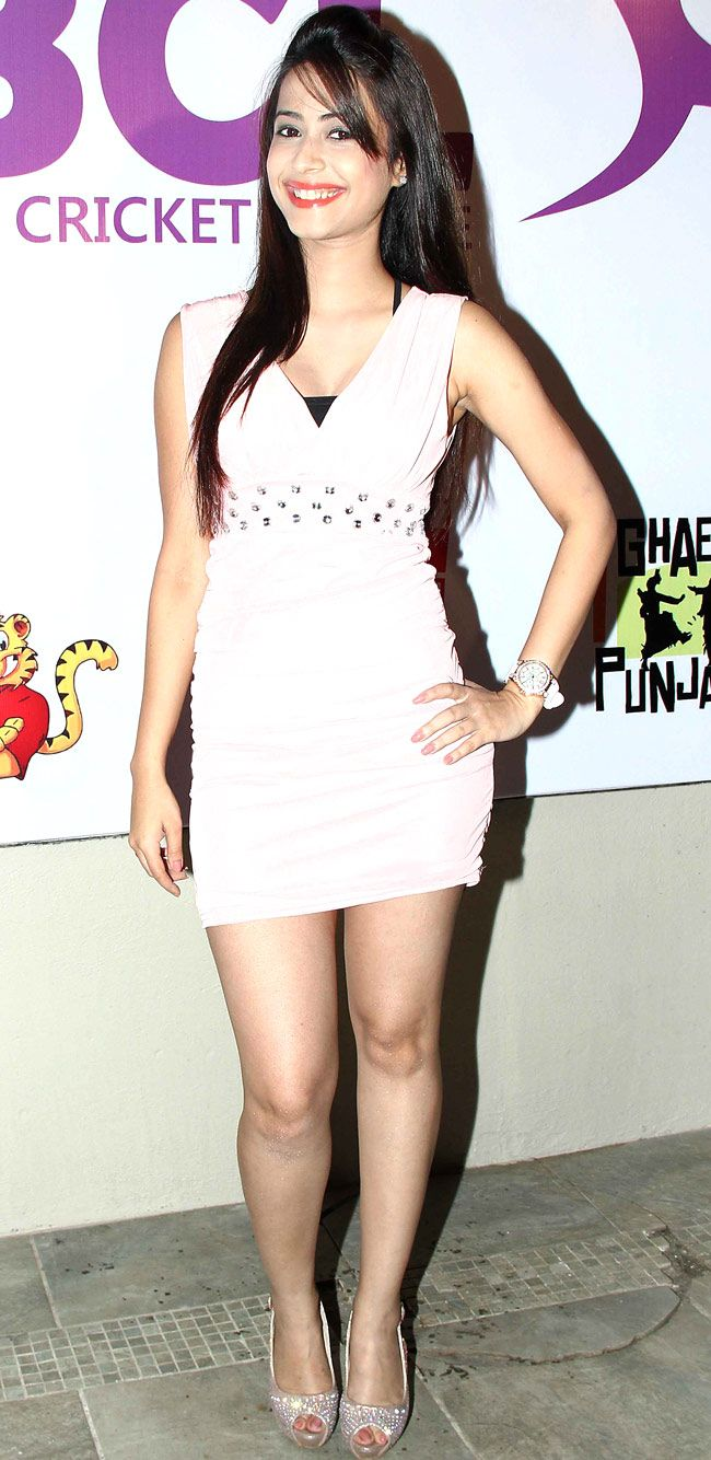 Dimple Jhangiani at a Box Cricket League event. #Style #Bollywood #Fashion #Beauty