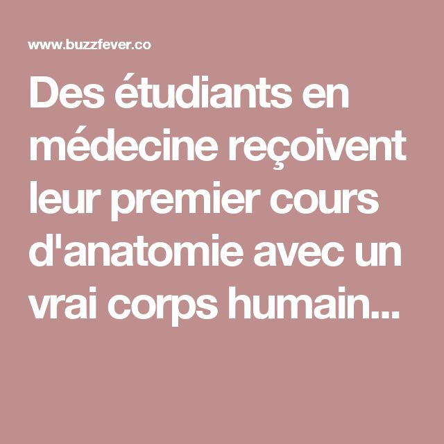 Des étudiants en médecine reçoivent leur premier cours d'anatomie avec un vrai corps humain...