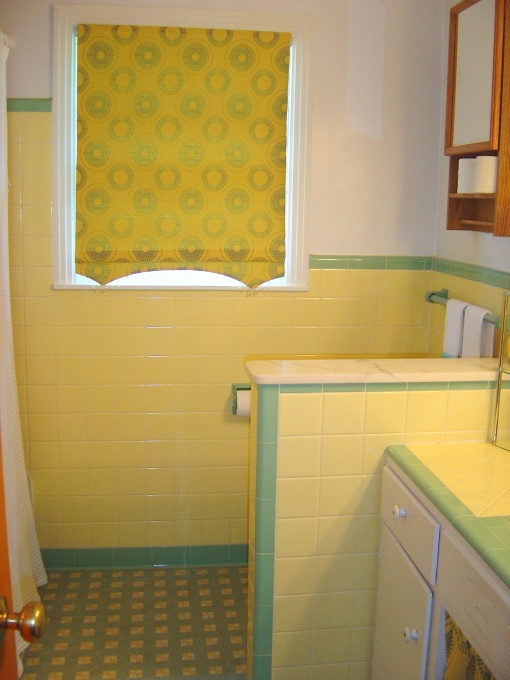 35 best ideas about yellow and green 1950 39 s bathrooms on for Yellow and green bathroom ideas