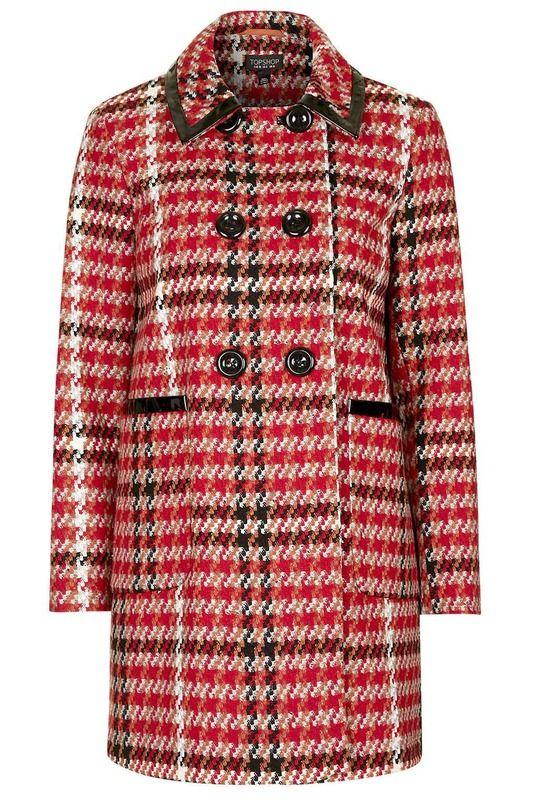 Abrigo de lana con estampado de cuadros sobre rojo y doble botonadura, de Topshop (