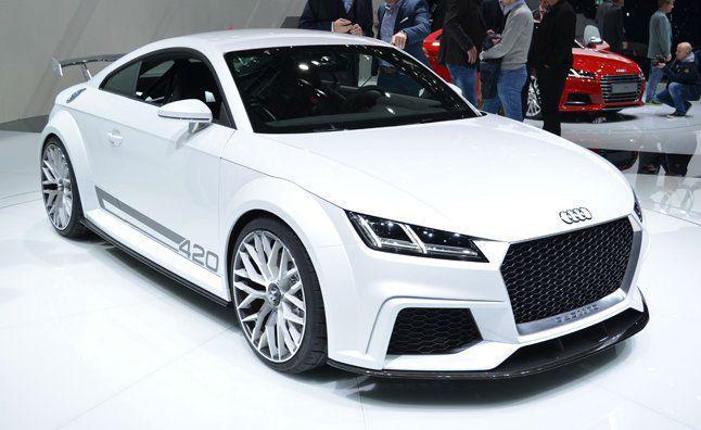 Spotkaliście się już z najnowszym modelem Audi TT? Wielu powtarza, że poprzednia bryła była nieznacznie lepsza i bardziej kusiła. Tutaj zaliczyliśmy nieznaczny powrót do bardziej prostokątnego układu, który na co dzień widujemy w innych wydaniach tego koncernu. Czy zatem podjęcie się liftingu w tej materii było słuszne? Cóż, jak na to nie spojrzeć, wciąż otrzymujemy pełne gracji, mocne cudo technologiczne. #motoryzacja #auto ##srebrne ##felgi