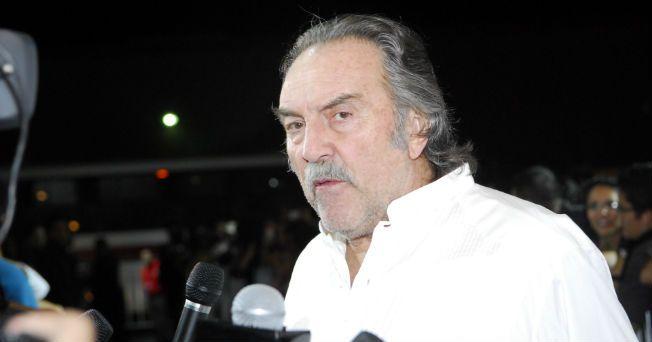 """El actor Pedro Armendáriz Pardo murió a los 71 años, en un hospital de Nueva York, tras perder la lucha contra el cáncer de ojo. El mexicano descubrió el padecimiento después de que tuviera un fuerte dolor ocular, cuando se encontraba grabando la telenovela """"La fuerza del destino."""