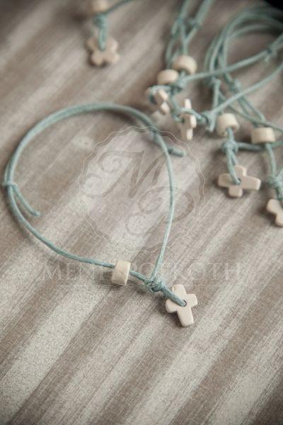 Μαρτυρικά βάπτισης για αγόρι βραχιόλι κορδόνι με σταυρουδάκι ξύλινο και χάντρα