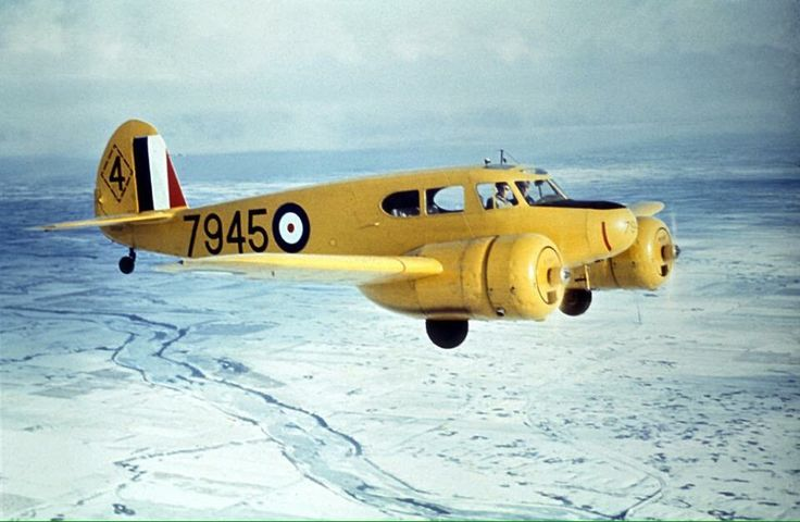 A rare WW2 air-to-air photo of an @RCAF_ARC Cessna Crane serving with No.4 SFTS at Saskatoon.