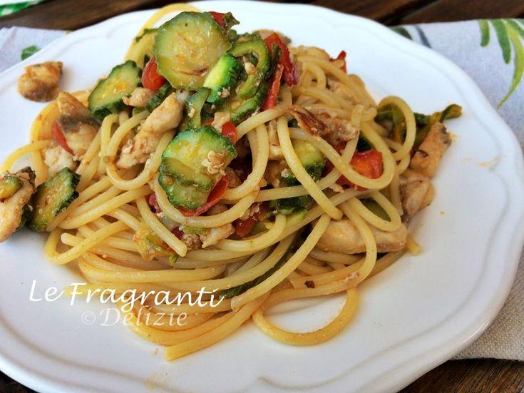 Gli spaghetti con la ricciola zucchine e pomodorini sono un primo piatto facile da preparare ed anche veloce aggiungerei, leggero e tanto gustoso