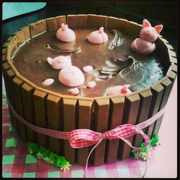 Sucha cute cake!! ♥ ...could also do this with ducks...or a swimming pool theme...Made this once and it turned out so well!