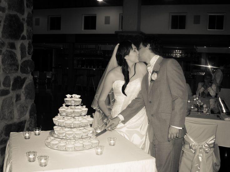 Cutting the cake, Luke and Heleena