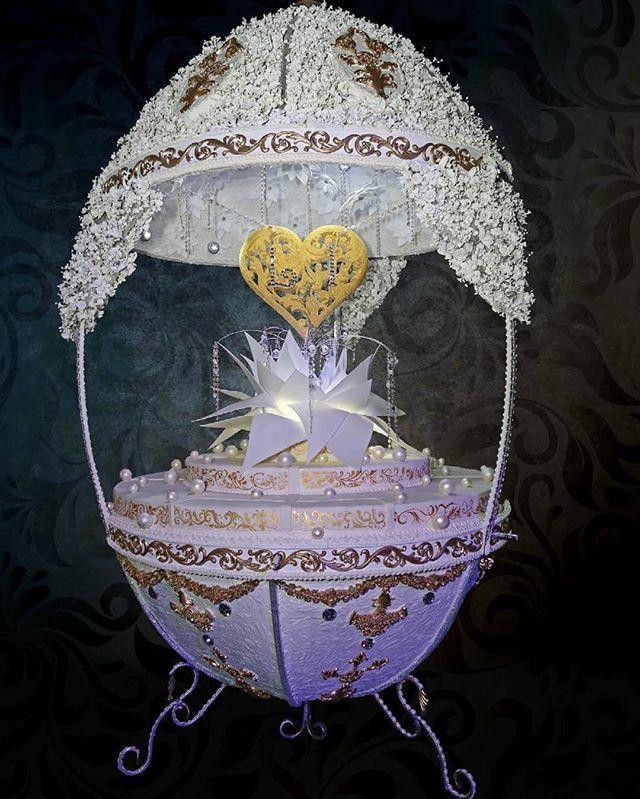 """Торт """"Яйцо Фаберже"""" с сердцем по центру. С Днем Святого Валентина! #торт#тортик#шоколад#wedding#weddingcake#chocolate#большиеторты#тортынасвадьбу#тортынапраздник#тортыназаказмосква#тортнаденьрождение#cake#cakes#cakeart#cakedecor#artcake#barviha#барвихаluxuryvillage#tsum#weddings#weddingday#эксклюзивныеторты#банкетныйзал#свадьба#luxurywedding#weddingplanner#decorwedding#fabergeegg#faberge#ritzcarlton"""