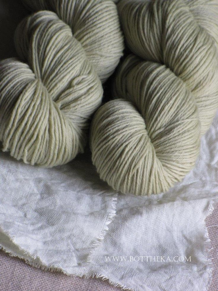 vegetable dyeing, larkspur flower, merino, wool, yarn, linen http://bottheka.com/en/delphinium