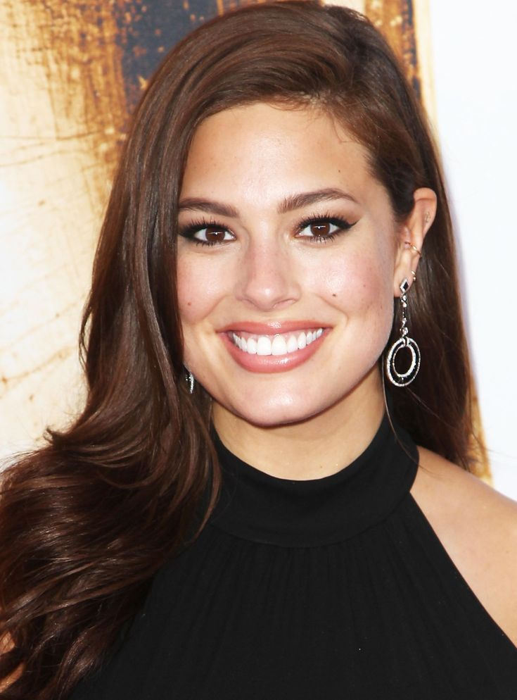 This is what Ashley Graham looks like without any photoshop.