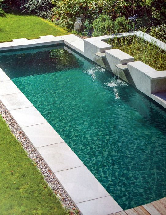 M s de 25 ideas fant sticas sobre patios exteriores en for Como construir una piscina natural ecologica