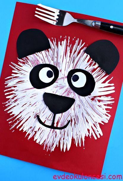 İşte harika bir çatal baskısı etkinliği :) Parlak bir fikir pandalarla yine buradayız. Çocukların tek başlarına kolaylıkla yapabileceği bir sanat etkinliği.