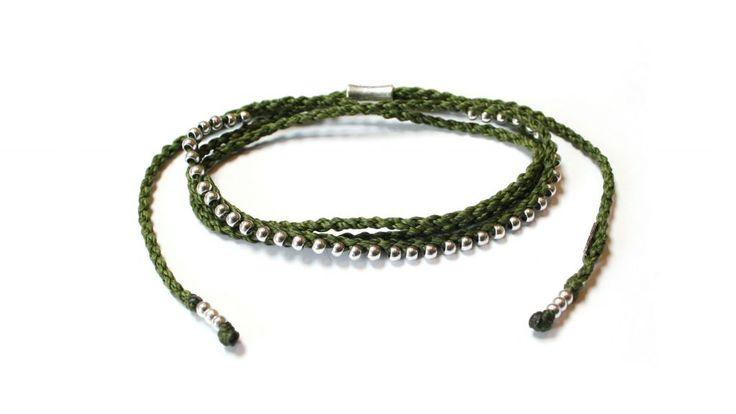 Halsband typ Choker från Wakami, här i grönt och silver. Också fint som armband.