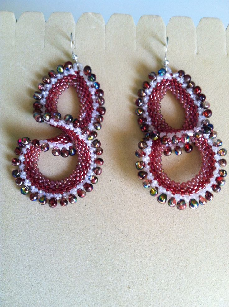 Orecchini tessitura di perline
