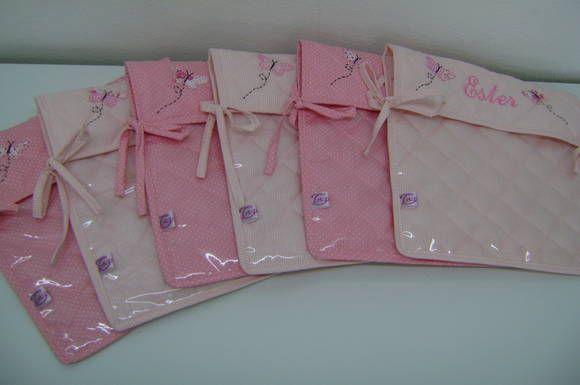 Envelopes organizadores confeccionados em tricoline 100% algodão e plástico. Ótimos para organizar as roupinhas do bebê Personalizado com o nome do bebê.  Medidas: 30cm x 30cm 6 Unidades R$ 160,00