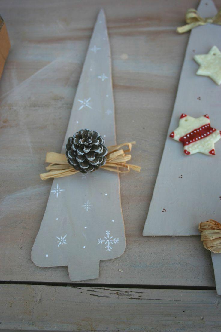 Albero Natale shabby, con pigna