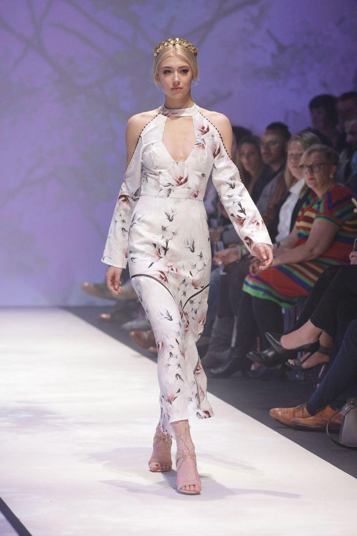 2019 year style- Bloggers fashion present runway mbffs