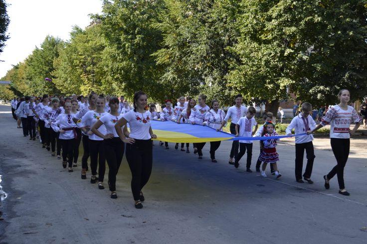 В Шостке прошел парад вышиванок, конкурс панянок и благотворительный аукцион + Фото http://shostka.info/shostkanews/v-shostke-proshel-parad-vyshivanok-konkurs-panyanok-i-blagotvoritelnyj-auktsion-foto/  Сегодня, 3 сентября в рамках празднования Дня города состоялся, ставший уже традиционным, парад вышиванок. Более 200 шосткинцев в вышиванках, во главе с духовым оркестром, неся...