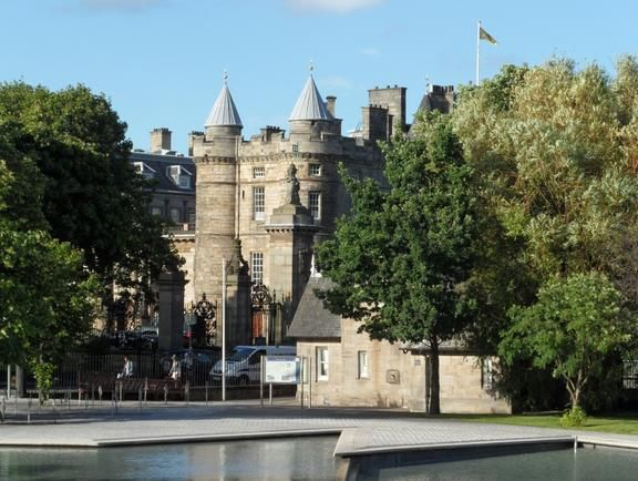 Palace Of Holyroodhouse Royal Britain Pinterest