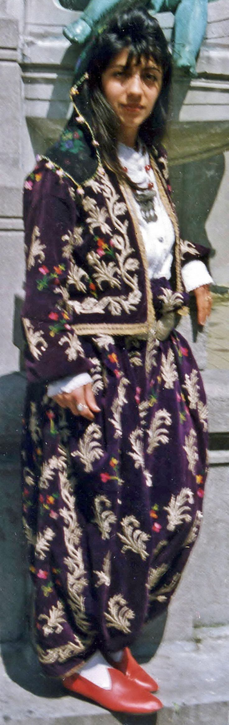 Traditional festive ensemble from Bilecik.  Urban style, 1925-1950.  'Şalvar' (baggy trousers) and 'cepken' (long-sleeved vest) in velvet, adorned with 'goldwork' embroidery (silver thread, 'Maraş işi') and silk (multicoloured flower motifs).  (Kavak Folklor Ekibi & Costume Collection - Antwerpen/Belgium).