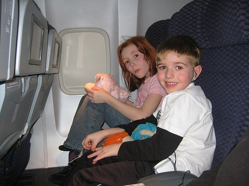 TONS of GREAT ideas to make ahead of time to keep kids busy on a long car ride/ flight.