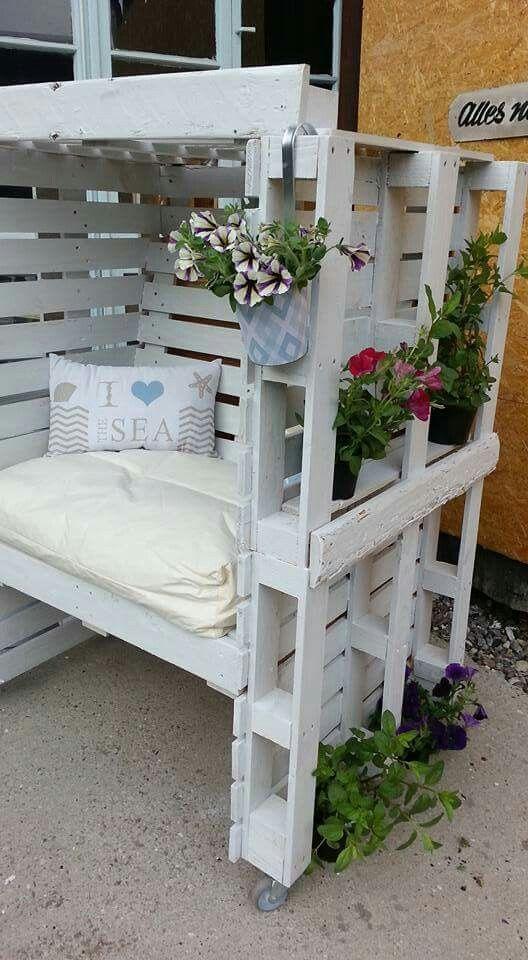 die besten 25 strandkorb aus paletten ideen auf pinterest gartenliege 20 euro balkonbank und. Black Bedroom Furniture Sets. Home Design Ideas