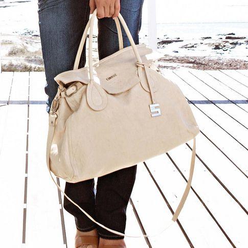 Handtasche in offwhite von CINQUE, handgearbeitet aus Ziegenleder mit Bubble-Struktur. #impressionen #bags
